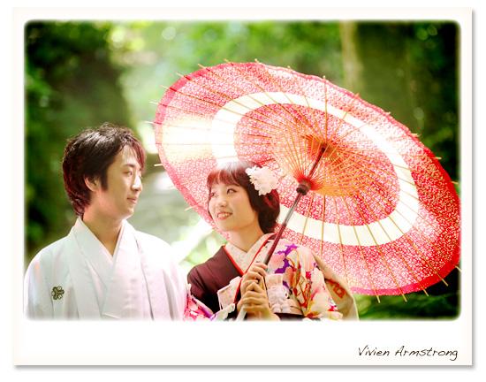 鎌倉で和装前撮り赤い傘と黒引き振袖