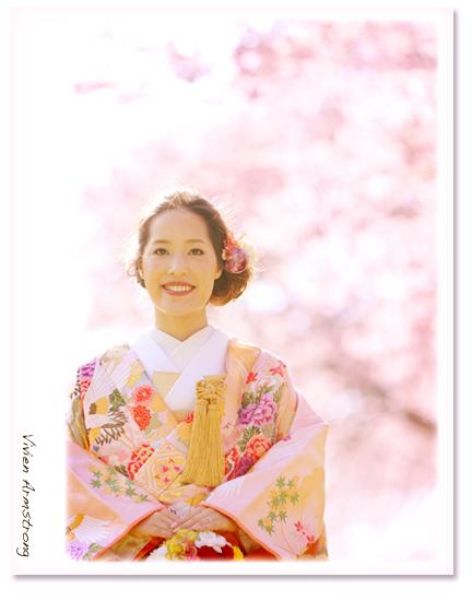 河津桜を背景に前撮り