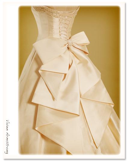 ミカドシルクのアイボリーのウェディングドレス