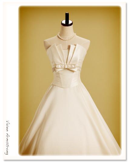 セパレートの大人可愛いウェディングドレス