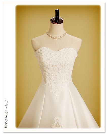 王道のハートネックのウェディングドレス