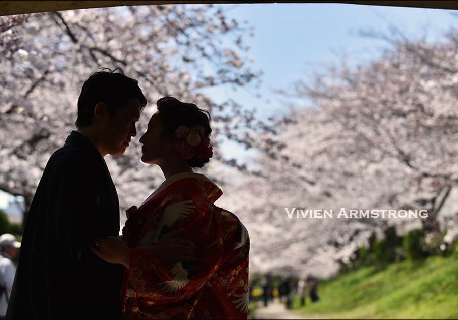 桜を背景に前撮り撮影