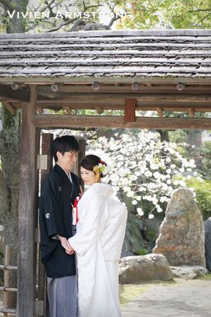 日本庭園での和装前撮りでも寄り添う二人の温かい雰囲気が素敵