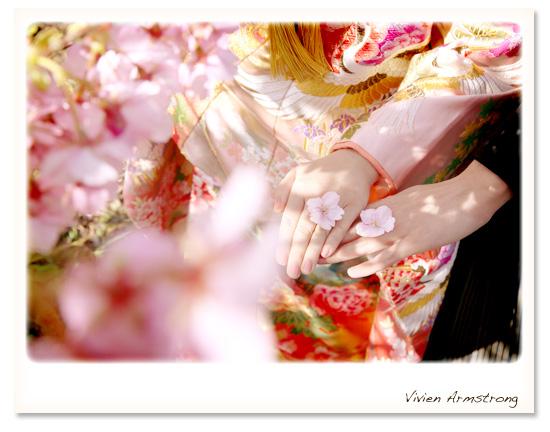 河津桜の花びらをふたりだけのマリッジリングに…