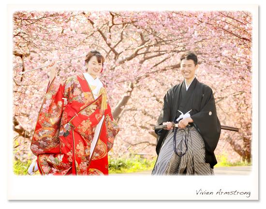 お好きな小物と一緒に河津桜ロケで撮影