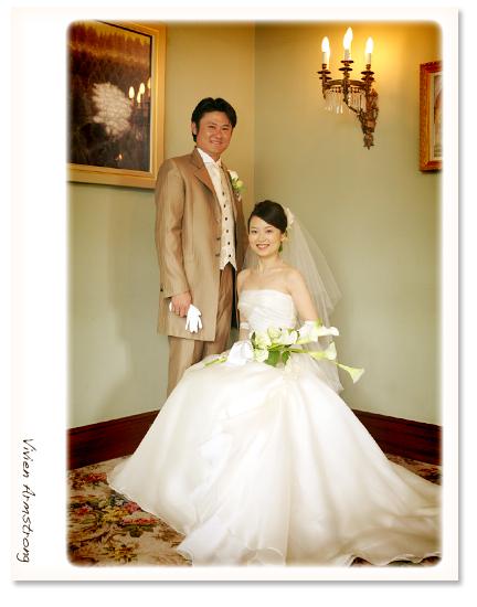 挙式後に二人で記念写真
