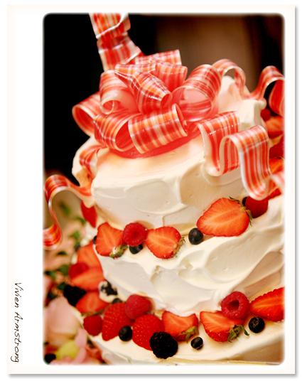 プレゼントボックス型のウェディングケーキ