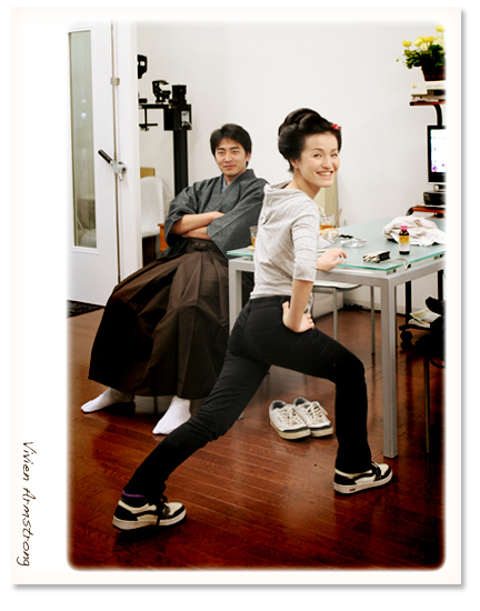 日本髪支度完了、準備体操中のご新婦様
