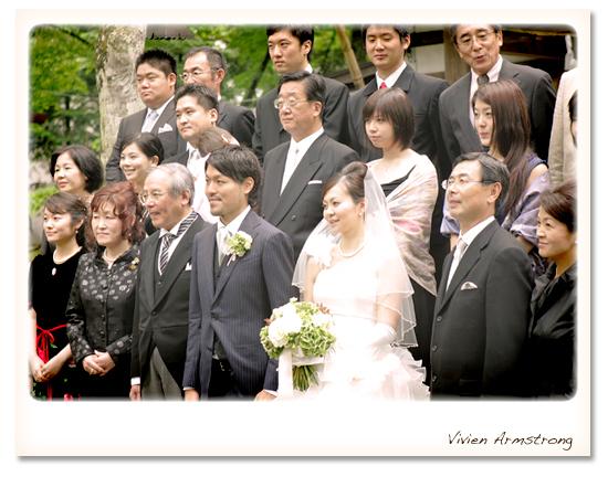 挙式後の記念撮影、親族全員集合