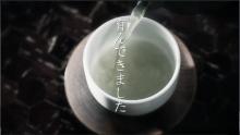 お茶を淹れているシーン