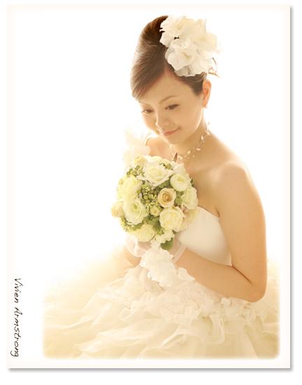 前撮りスタジオ写真、白い背景で新婦様②