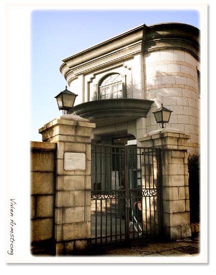 外国人墓地資料館の外観