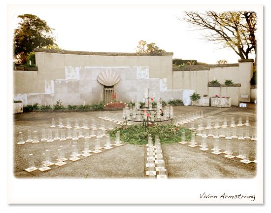 キャンドルの準備がされたイタリア山庭園