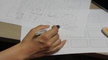 絵コンテを描きながらカット割りを検討中