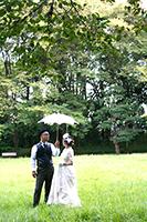 前田侯爵邸で前撮りフォトウェディングをする二人