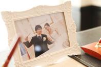 会場に飾られた新郎新婦のツーショット写真
