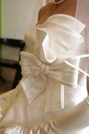 リボンが特徴的なウェディングドレス