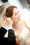メイク中の花嫁さまの笑顔