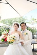 青いナポリの会場でご結婚式のおふたり