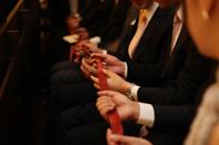 参列者全員で結婚指輪のリングリレー