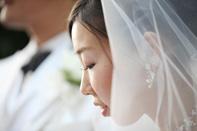 挙式当日、新郎新婦のドキュメンタリースナップ