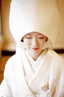 東京のウェディングフォトが撮影できる料亭の、綿帽子に白無垢姿の新婦のドキュメンタリースナップ