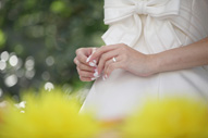結婚指輪を交換した新婦さまのお手元の様子