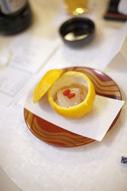 東京のウェディングフォトが撮影できる料亭での会食中のドキュメンタリースナップのイメージカット