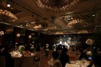 とても豪華で高貴な雰囲気を感じるシャングリラホテルの披露宴会場