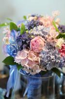アジサイなど季節のお花でつくられた生花のブーケ