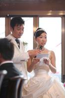 挙式当日に読まれる新婦の手紙のドキュメンタリースナップ