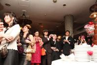 挙式当日のケーキ入刀のドキュメンタリースナップ