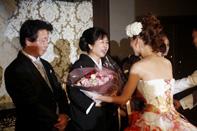 ホテルウェディング花束贈呈のお母様の笑顔