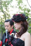 ご結婚式でスピーチをする新郎新婦さま