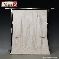 流水文、菱文様の中に鶴が舞い飛ぶ縁起模様を集めた古典柄の白無垢