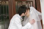 マダムトキ人前結婚式で誓いのキス
