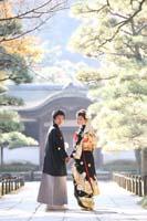 横浜鎌倉三渓園 日本庭園で黒引き振袖と紋付袴で和装前撮り