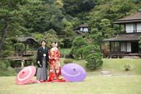 横浜鎌倉三渓園 日本庭園で色打掛と紋付袴を着て和傘を使っての和装前撮り