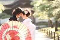 横浜鎌倉三渓園 光きらめく日本庭園で白無垢と黒紋服をきた二人のためにロケーション和装前撮り