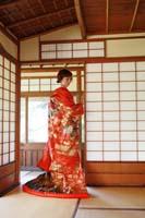 横浜鎌倉三渓園 光きらめく日本庭園のお茶室で色打掛を着て障子を使っての和装前撮り