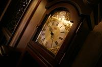 洋館のクラシカルな柱時計も撮影のアイテムに