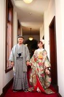 照明もクラシカルな前田侯爵邸では廊下も撮影スポット