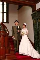 旧前田侯爵邸のクラシカルなでゴージャスな階段を使っての和洋装ウェディングフォト
