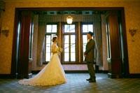 旧前田侯爵邸の窓辺から溢れる光を使っての和洋装ウェディングフォト
