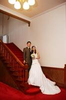 洋館で赤絨毯の階段でフォトウェディング