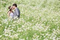 公園でお花につつまれたロケーションウェディング