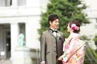 東京国立博物館表慶館の前でタキシードと色打掛を着ての和洋装ウェディングフォト