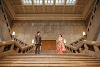 東京国立博物館本館エントランス大階段でタキシードと色打掛を着ての和洋装フォトウェディング