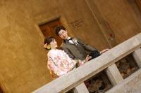 東京国立博物館本館エントランス大階段でタキシードと色打掛を着てのフォトウェディング
