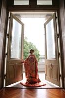 東京国立博物館表慶館バルコニーでフォトウェディングを撮影する和装の新婦
